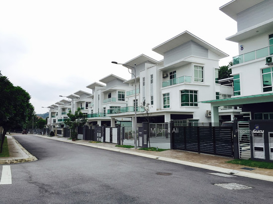 2.5 Sty Semi-D, Sentosa Heights Kajang  105553610