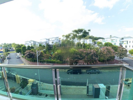 2.5 Sty Semi-D, Sentosa Heights Kajang Master Bedroom Balcony facing Children Playground 126215024