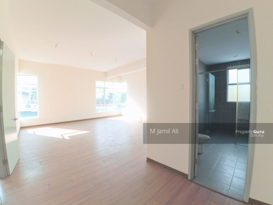 2.5 Sty Semi-D, Sentosa Heights Kajang Master Bedroom with Balcony 126215028