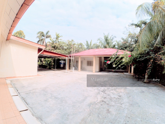 Land and Bungalow near to Universiti Tun Hussein Onn Parit Raja, Air Hitam, Johor Back view to Store House 101603117