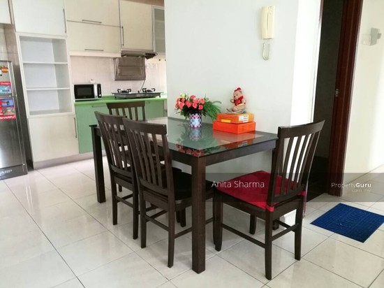 E-Tiara Serviced Apartment Dining and kitchen 102645395