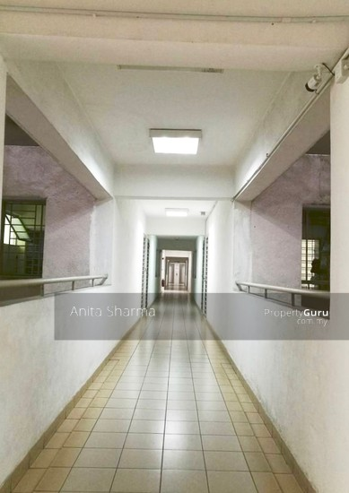 E-Tiara Serviced Apartment Hallway to unit 102645944