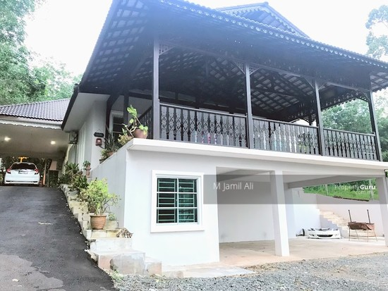 Village Bungalow Segamat Johor Split level garage to main floor area 127809450