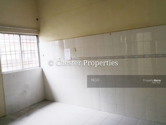Double Storey Terrace No xx Jalan Universiti 9 Taman Universiti 86400 Parit Raja  Johor   129586603