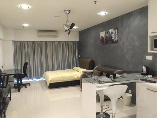 0% D/P , FREEHOLD , Low Density Peaceful Condo +Free Furnished  130456398