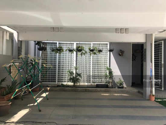 RENOVATED 2-Storey Terrace House Intermediate (Type Spira), Alam Impian, Shah Alam  130976182