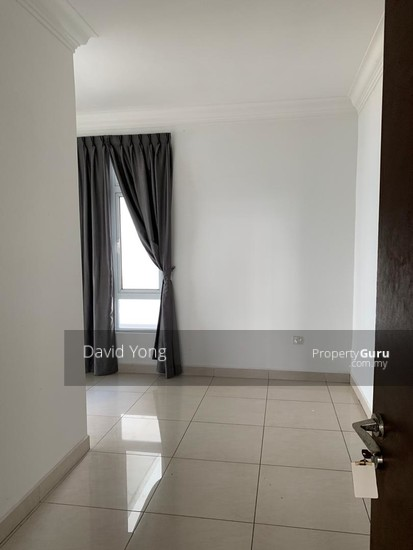 Golden Sands Seaview Residence Suites  135663422