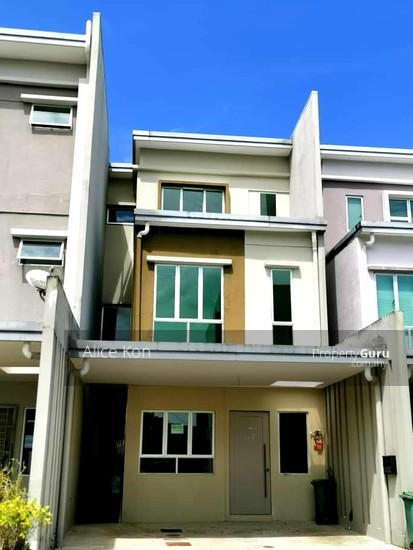 Academia Lane gated guarded besides Unimas and Golf Club  137555089