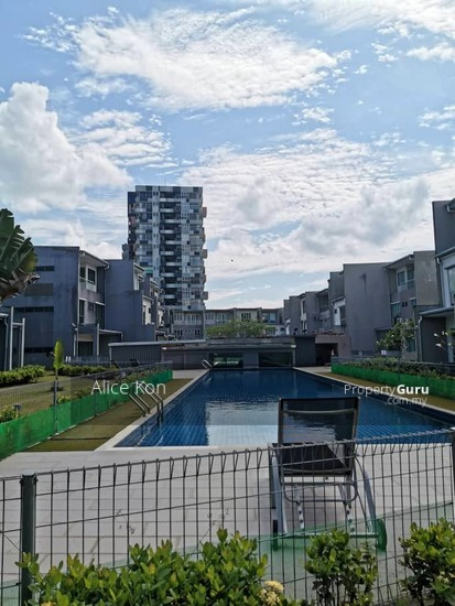 Academia Lane gated guarded besides Unimas and Golf Club  137555108