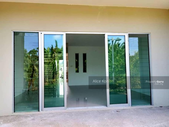 Academia Lane gated guarded besides Unimas and Golf Club  137555109