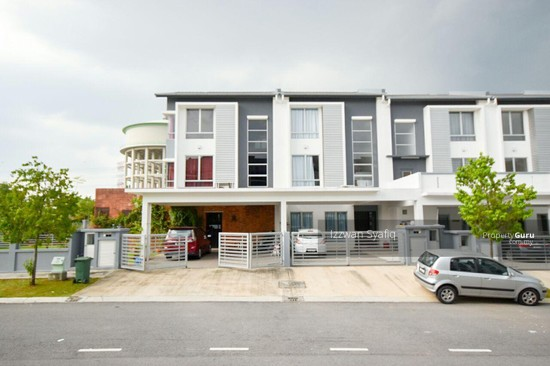 Beautiful Renovated 3 Storey Superlink (Corner Lot), Fairfield Residence, Tropicana Heights Kajang  138216440
