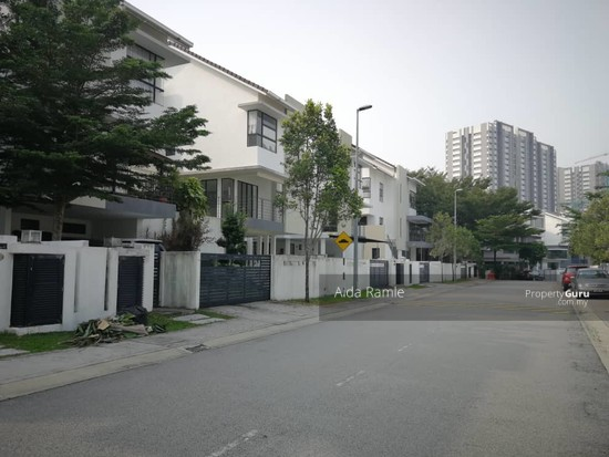 2.5 storey semi-D @ Twin Palms Sg. Long  139070468