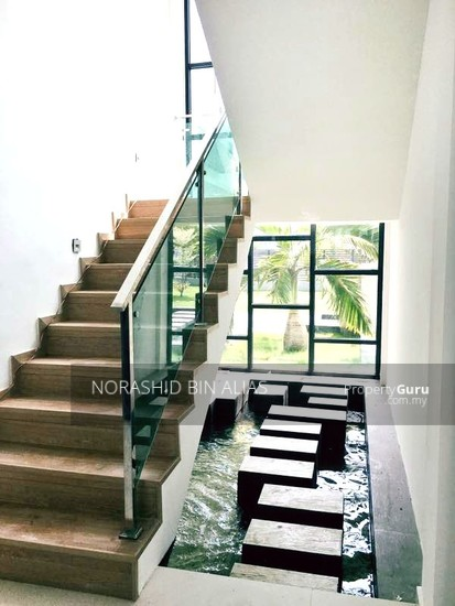 Double Storey Bungalow, Good Location in Shah Alam  144250471