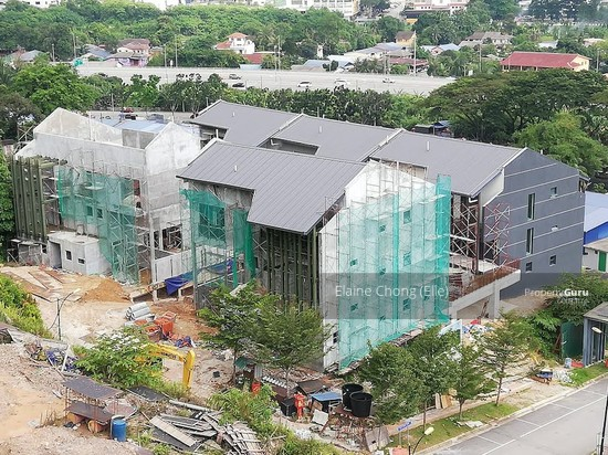 NEW-GATED, pool, KL (foreigners can buy)*  145308076