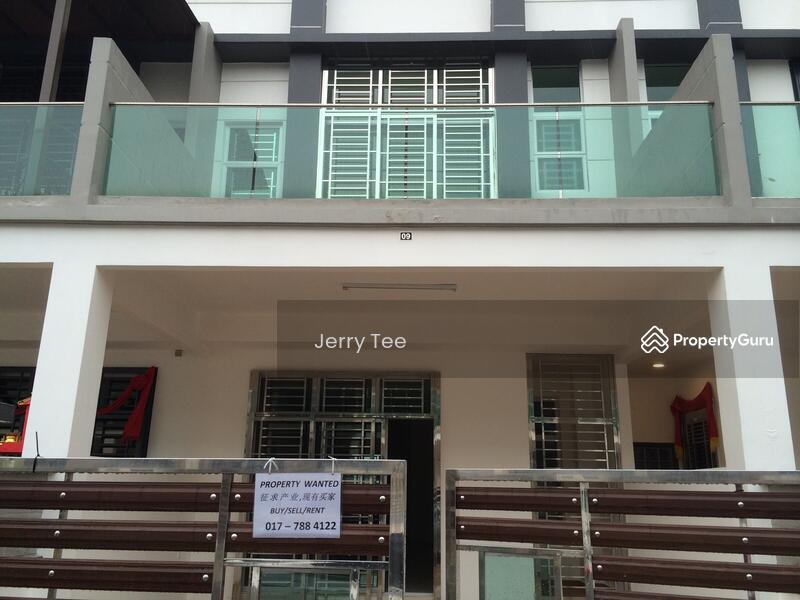 La garden double sty for rent jln jaya putra 5 johor bahru johor 4 bedrooms terraces Master bedroom for rent in johor