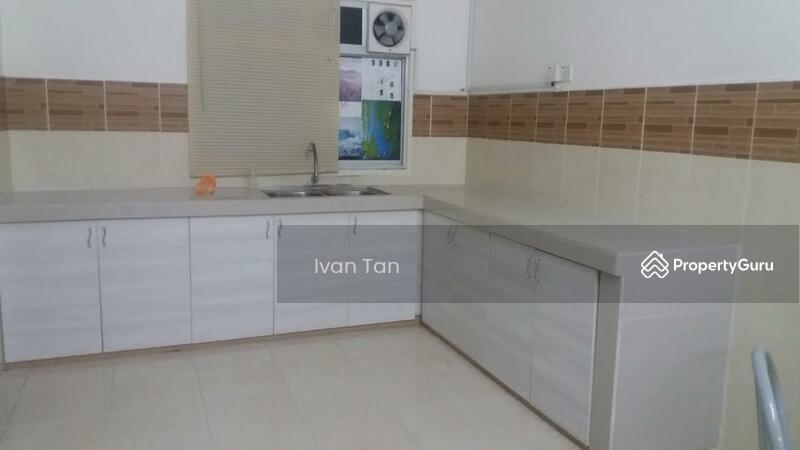 Taman Tasik Puchong Upper Kitchen Cabinet