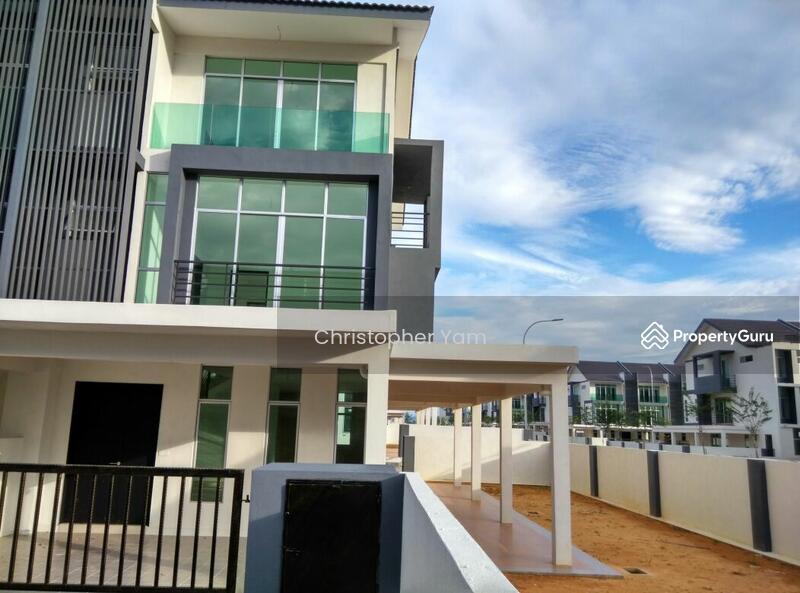 3 storey terrace house at bangi avenue bandar seri putra for 3 storey terrace house