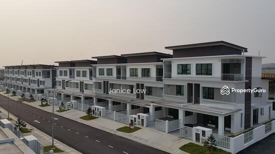Urgent rent caffra 3 storey terrace house jalan setia for 3 storey terrace house