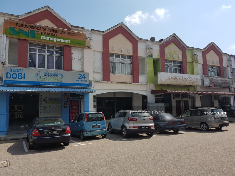 Double storey shop lot endlot for sale with ROI 4.3 % @ Taman Universiti #105818435