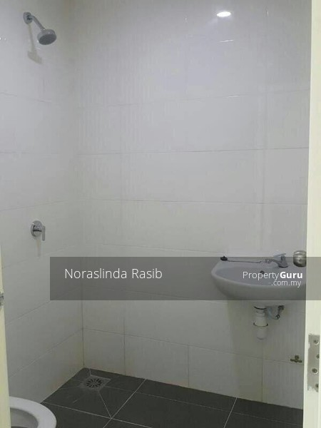 Vista Alam Serviced Apartment #125851541