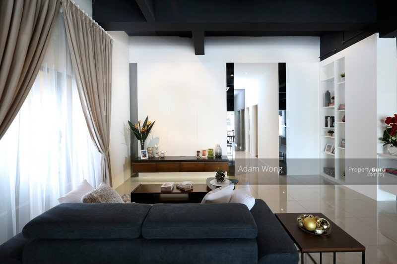 The Forum, Modern living above shopping mall , Airbnb choice