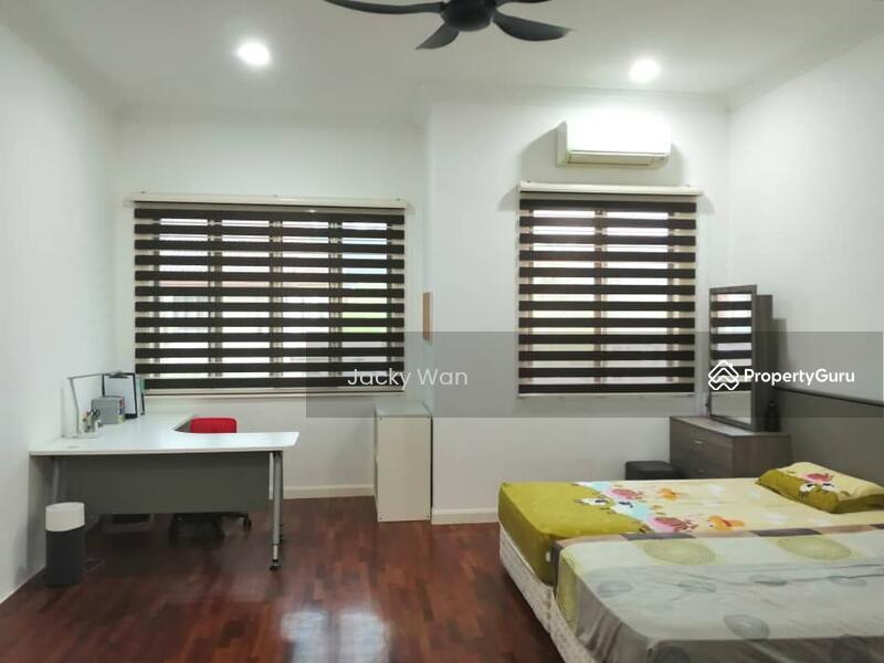 Bandar Kinrara 5 2 Storey Terrace House #163272341