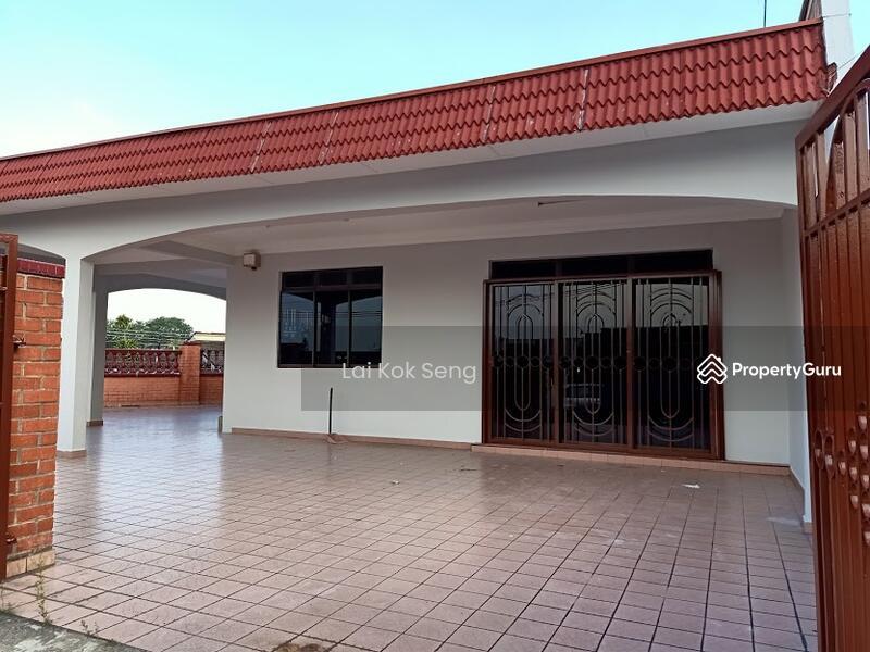 1 Storey Corner Lot House @ Jalan Rusa x, Taman Century, Johor Bahru, Johor. #153598741