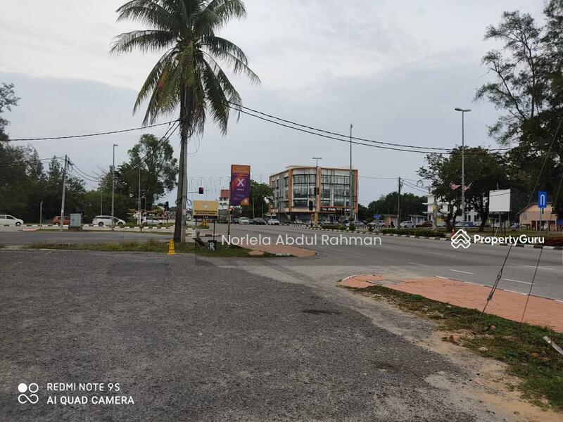 Two storey Shop Dungun, Kuala Trengganu , facing beach #154108173