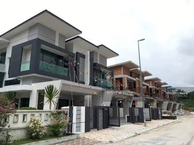 For Sale - 22 x 75 Double Storey 0%Downpayment with 100k cash back, 20min to Sg Besi toll, Gated & Guard
