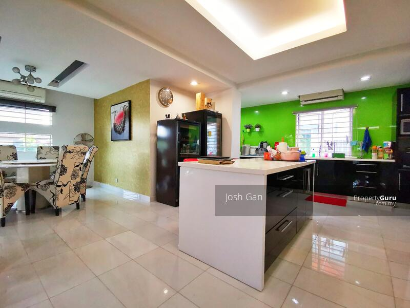 Renovated Double Storey Corner In Damansara Jaya #157631525