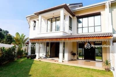 For Sale - CORNER   RENOVATED   HUGE LAND , 2 Storey Superlink House