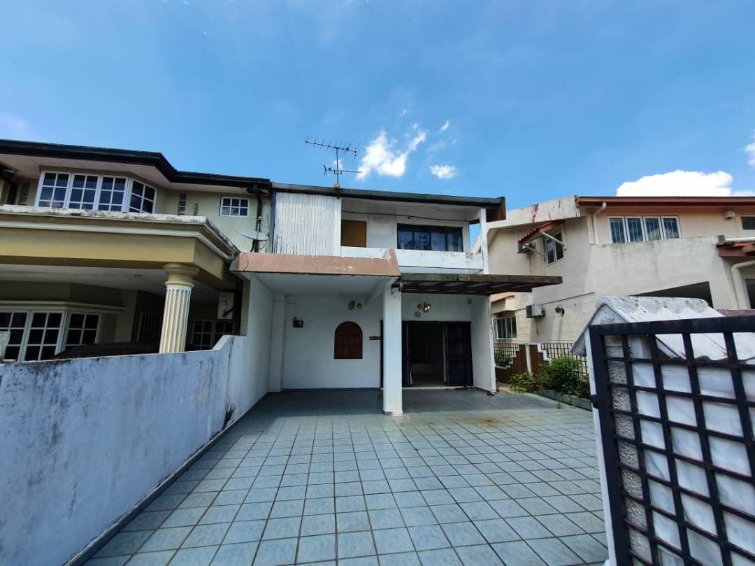For Sale - End Lot Double Storey Damansara Jaya SS22