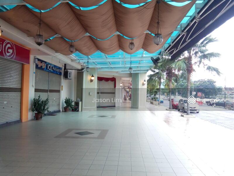 D'Piazza Mall #159317523