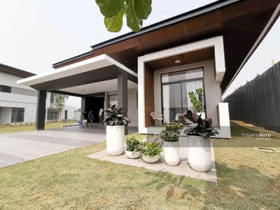 For Sale - FREEHOLD Awarded 1 & 2 Storey Bungalow (60x100 with Big Land & Nice Ambience)