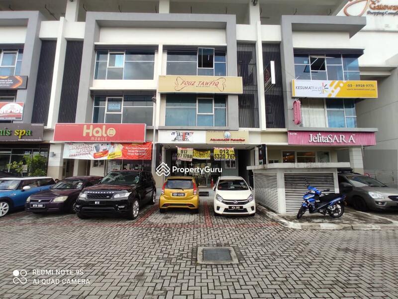Bangi Gateway #162874697