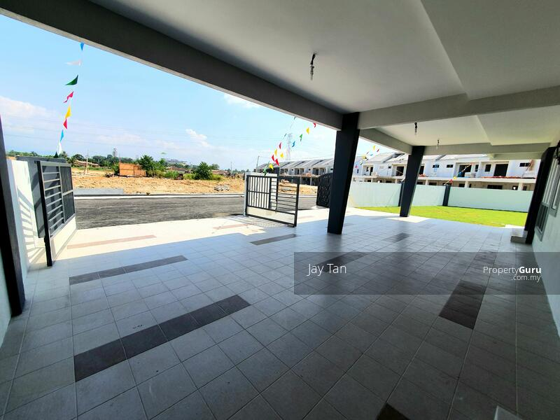 2 Storey Terrace House 5 bedrooms, gated & guarded in pengkalan Station 18 #162910431