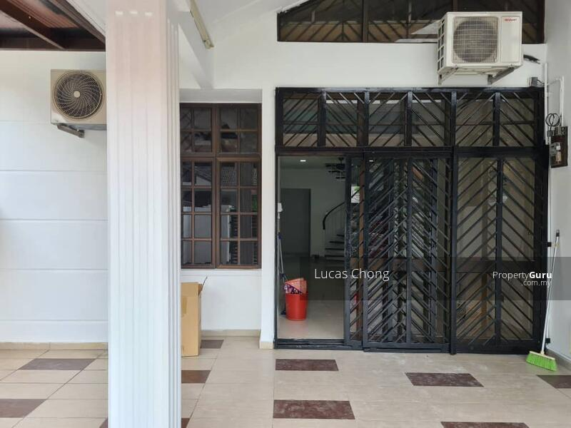 For Rent - 1.5 Storey Terrace House @ Taman Molek #163043411