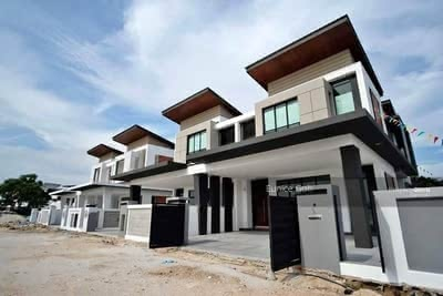For Sale - 【Hill Top Semi-D In Seremban】45x100 880k 0% Down Payment Good Location