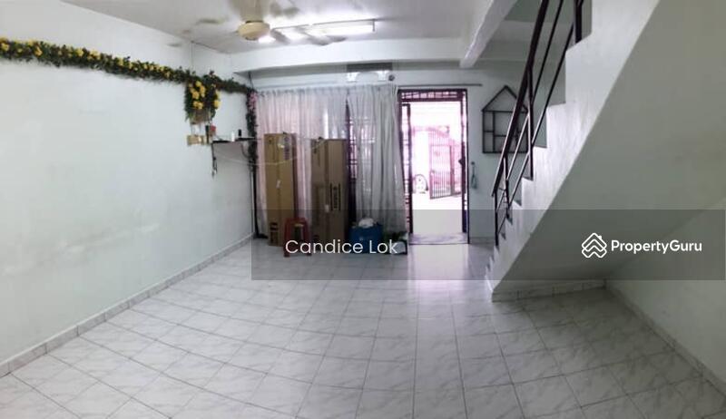 Taman Johor Jaya #164287557