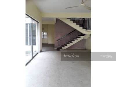 For Sale - 4r3b Double Storey link house at Damansara with proximity to amenities