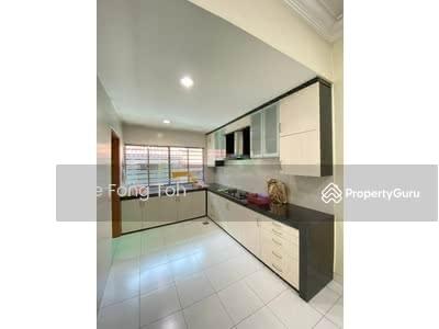 For Sale - Tmn Sutera Utama 2. 5storey house with gated guard