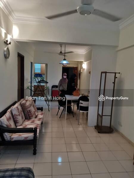 Puncak Desa Apartment #166475391