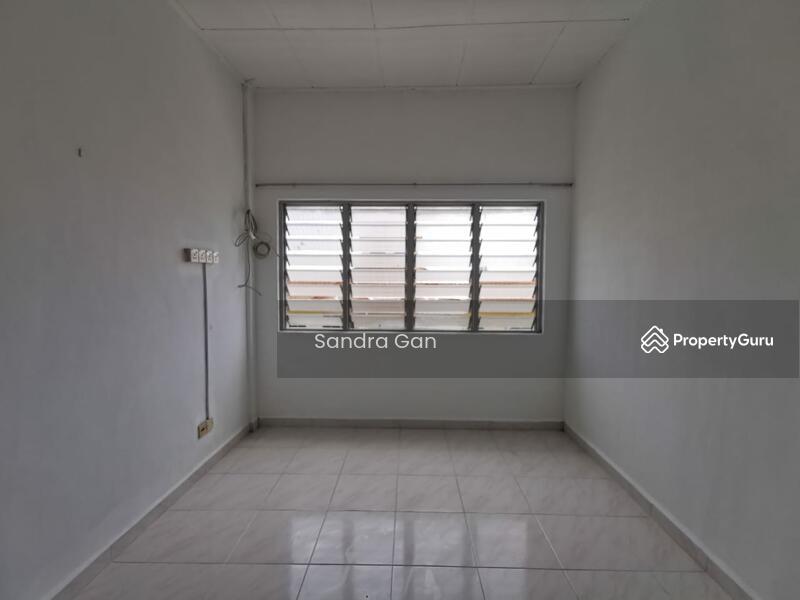 Rumah Pangsa Gaya #167885737