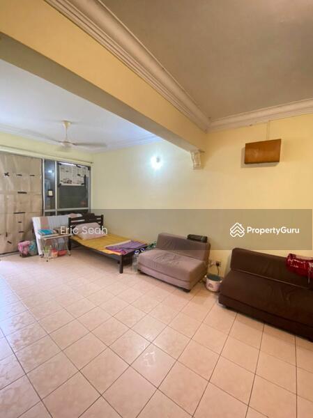 Putri Ria Apartment #168983535