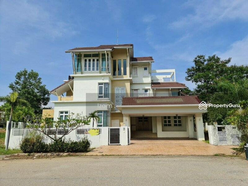 POOL & BESIDE GARDEN Bungalow Cyberjaya Perdana Lake View East #168987197