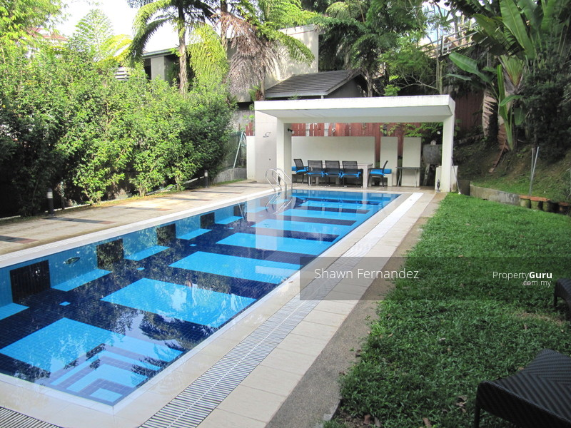 10 000 square feet of land private pool and secure rm for Average square footage of a pool